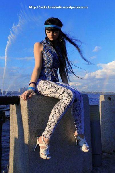 Ksenia-K Si Barbie Hidup Berambut Hitam2