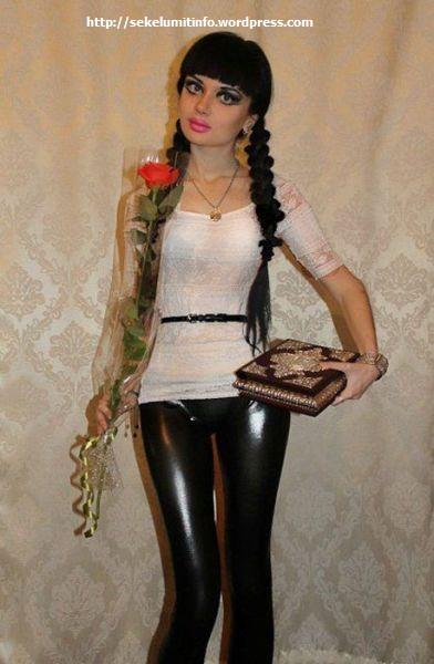 Ksenia-K. Si Barbie Hidup Berambut Hitam3