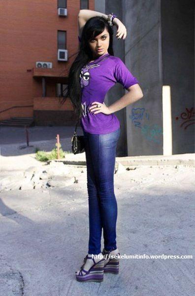 Ksenia-K. Si Barbie Hidup Berambut Hitam5