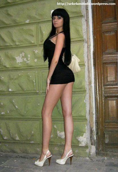 Ksenia-K. Si Barbie Hidup Berambut Hitam6